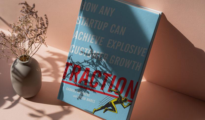 کتاب کشش، چگونه استارتاپ می تواند به رشد انفجاری دست یابد یکی از بهترین کتاب های استارتاپی