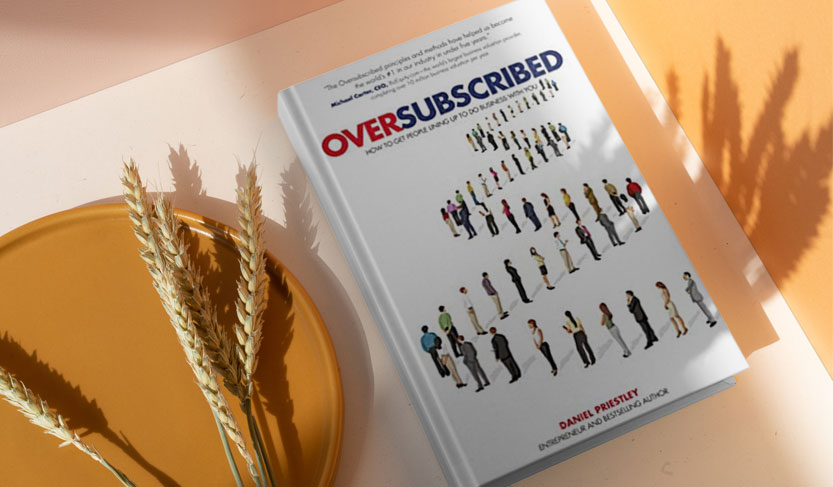 کتاب رسیدن به فروش بیش از حد یکی از بهترین کتاب های بازاریابی و استارتاپی
